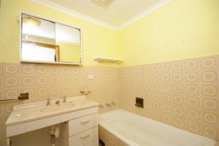 The Strand, Dee Why - Bathroom Before - 2.jpg
