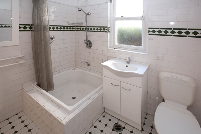 West St North Sydney - Unit Renovation including Kitchen Renovation and Bathroom Renovation - Bathroom Before.jpg