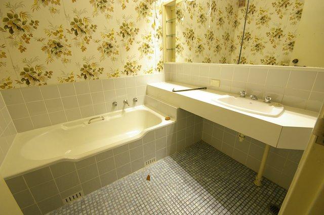 Bathroom1 before.jpg