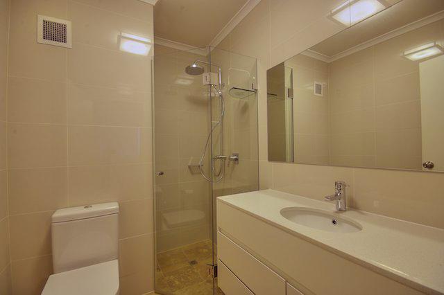 bath EnSuite.jpg